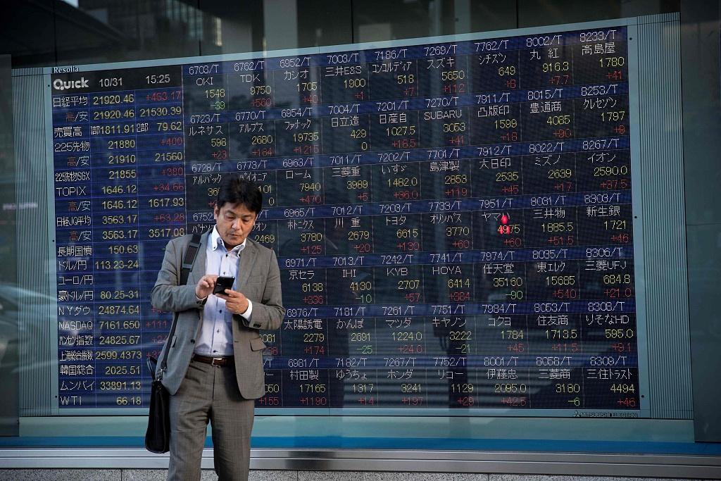 Tokyo stocks drop in morning on profit taking, Beirut blast