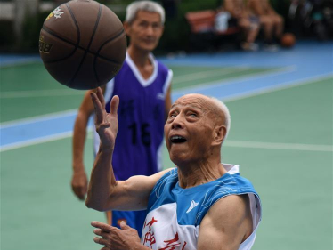Man in 90s attends basketball training session in E China's Shandong