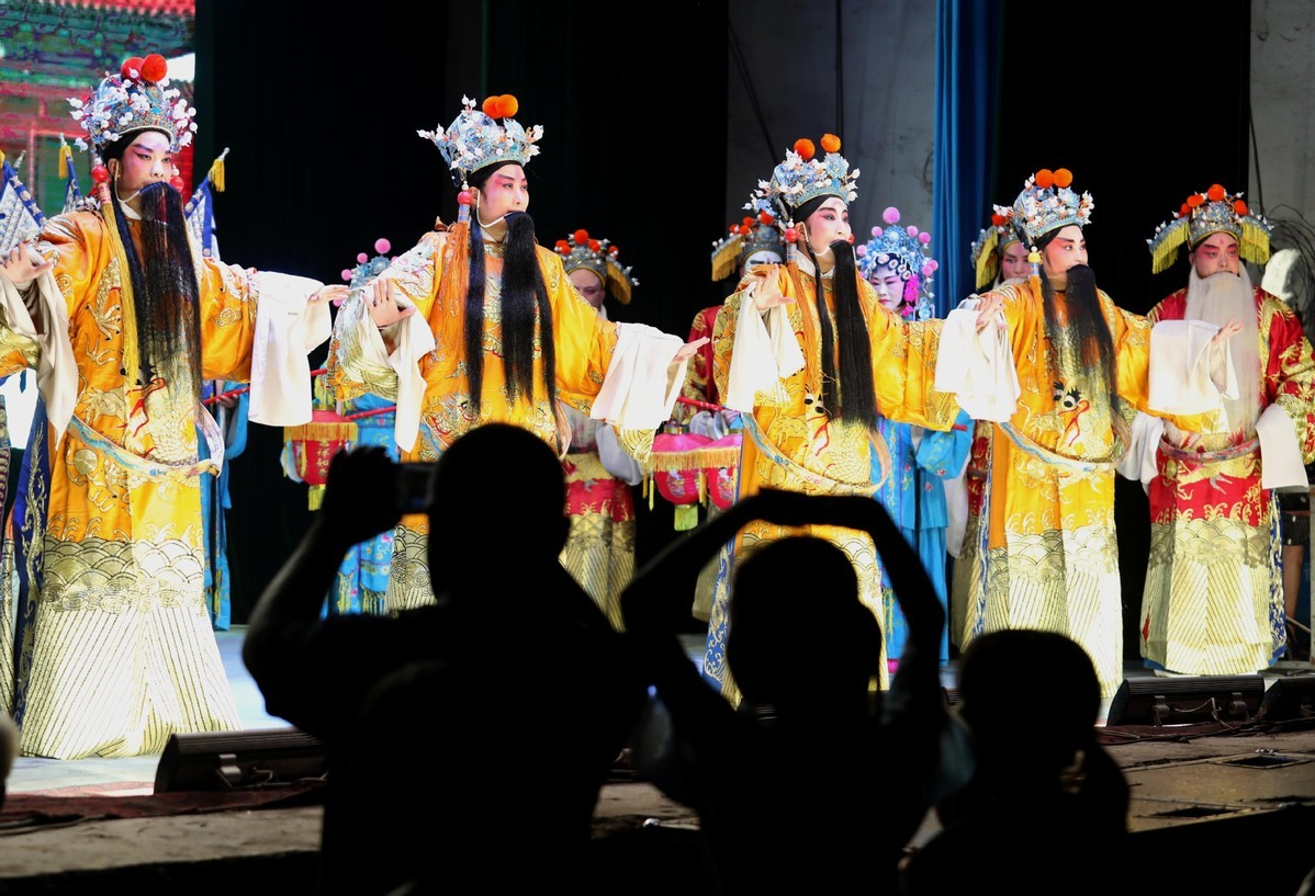 Jingxing Jin opera troupe stages performance in Touquan village of Hebei