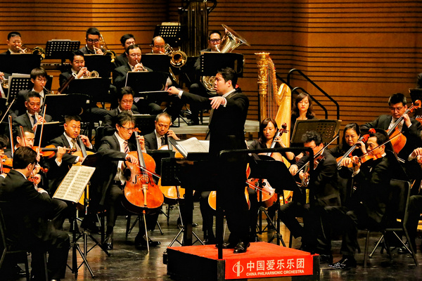 Live performances make a return to grateful applause