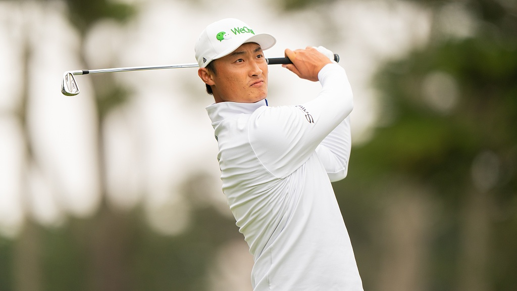 China's Li Haotong two shots behind co-leaders and one in front of Tiger Woods