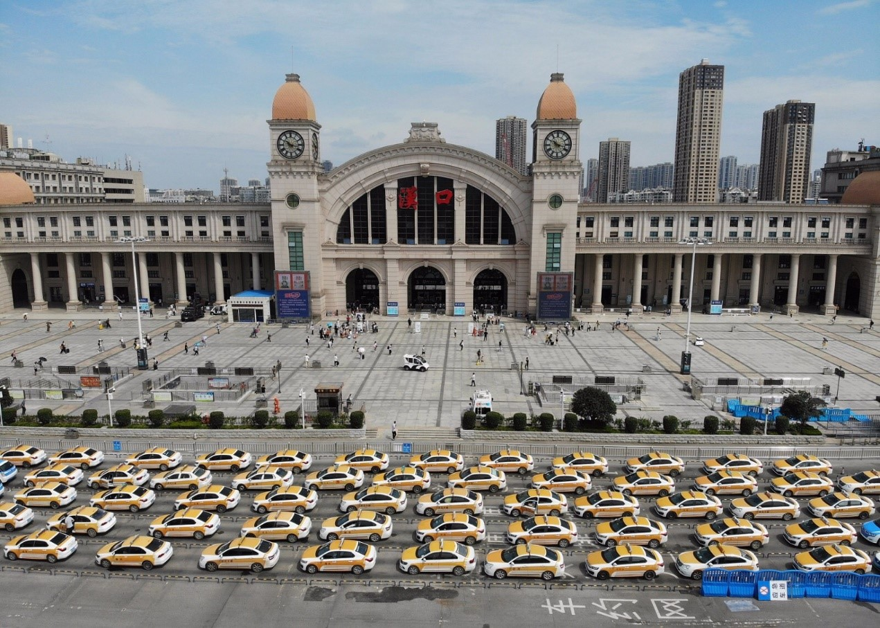 Taxis queue up as Hubei welcomes tourists with free admission to A-level scenic spots