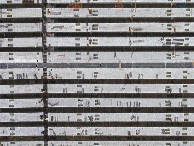 Workers construct Beijing-Dezhou expressway in Wen'an County, N China