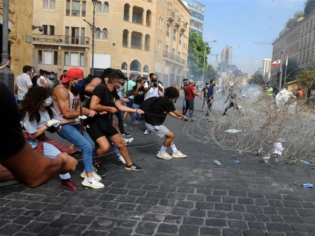 Lebanese police officer killed, 142 injured in anti-gov't protests after Beirut's deadly blasts