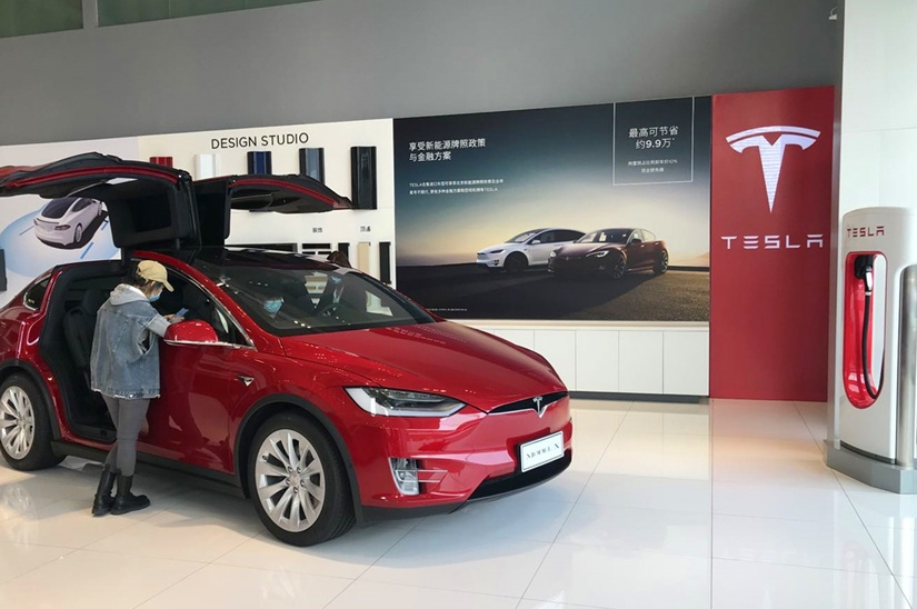 Tesla to build 4,000 superchargers across China in 2020