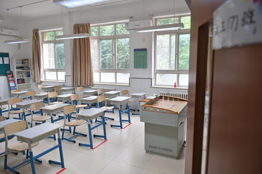 Beijing staggers school openings to prevent COVID-19