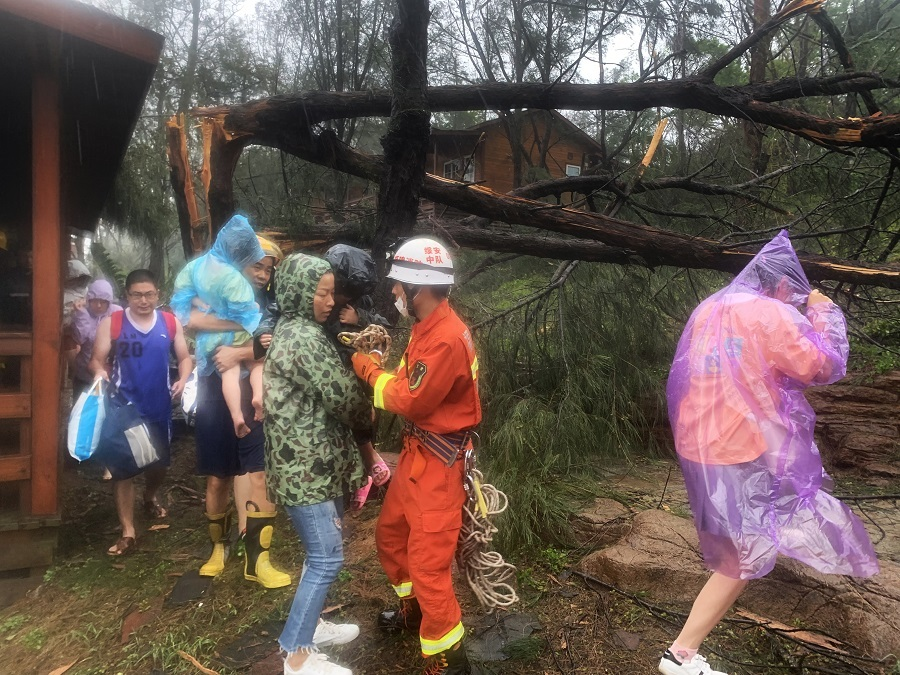 Typhoon Mekkhala hits Fujian with heavy wind, rains