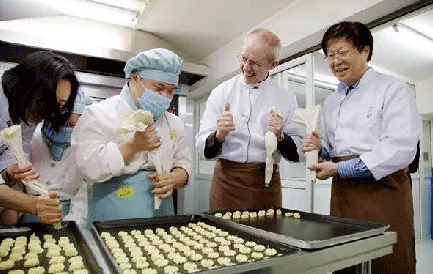 German couple's bakery in China helps deaf-mute people get employed