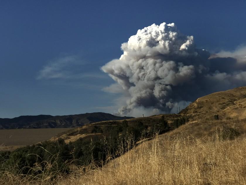 Huge fire north of Los Angeles prompts evacuations