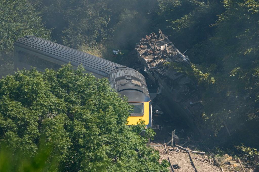Three dead in Scottish train crash