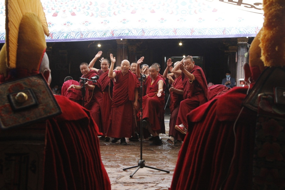 12 monks reach highest Tibetan Buddhism degree