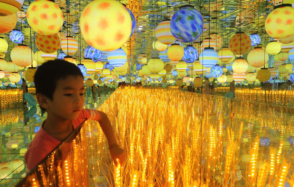 Light show held in Qingdao's Golden Beach Beer City