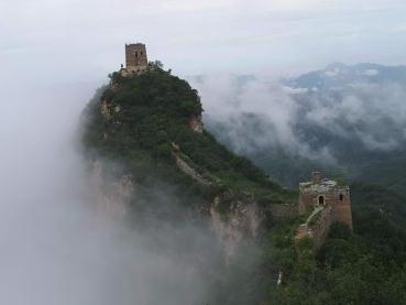 Spectacular scenes of Simatai Great Wall at dawn after rain