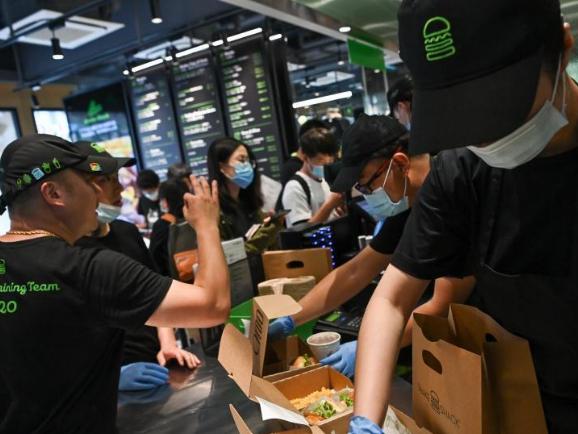 Shake Shack burger chain opens first restaurant in Beijing