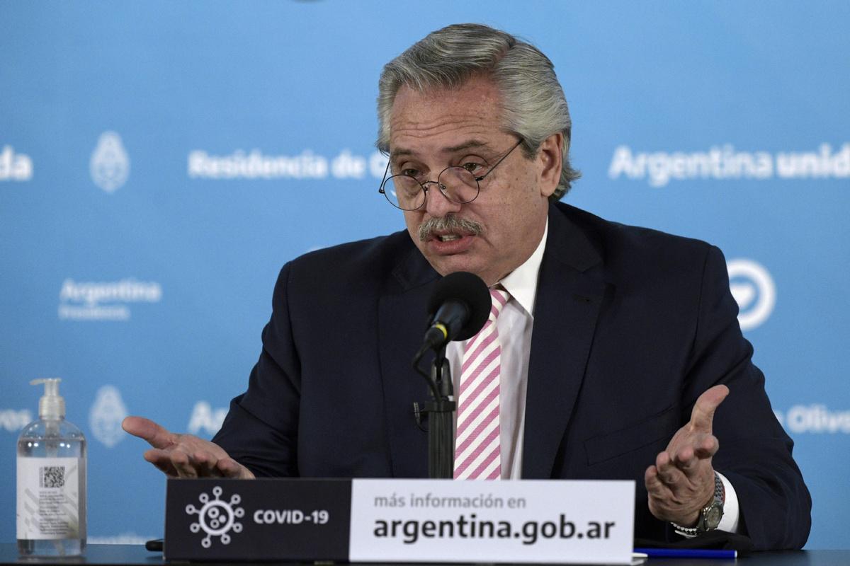 Argentine officials hail COVID-19 vaccine production, urge public to remain cautious