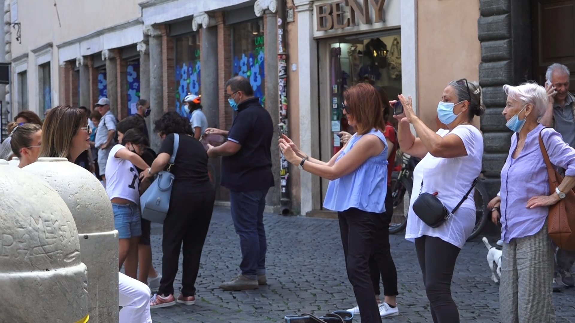 Italy urges tourists to act responsibly to keep COVID-19 rates low