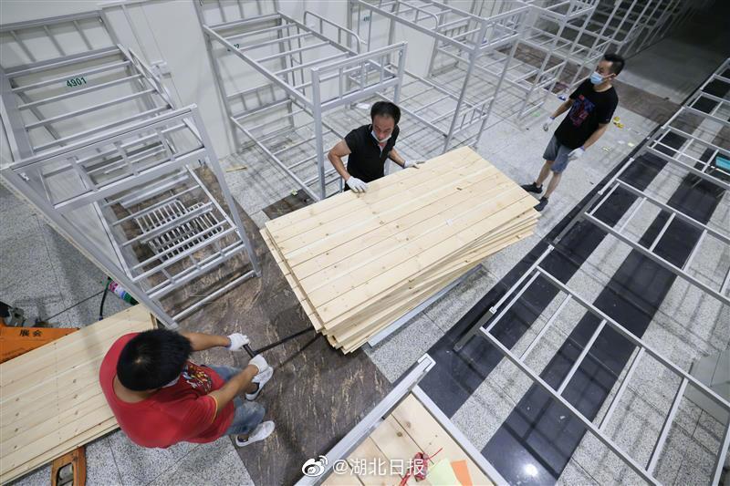 Wuhan's 1st mobile cabin hospital shut down