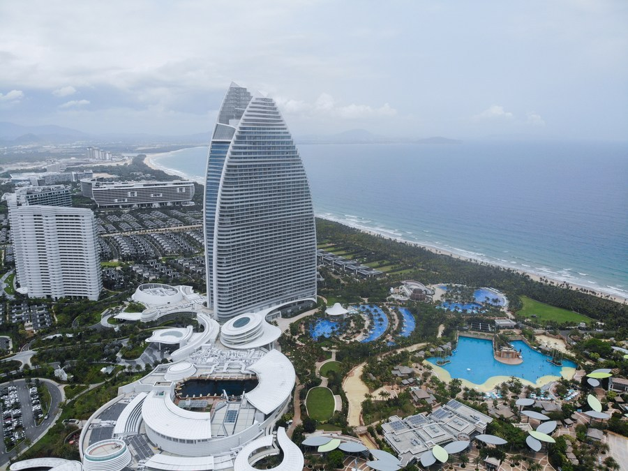 Hainan free trade port signs 12 foreign-funded projects