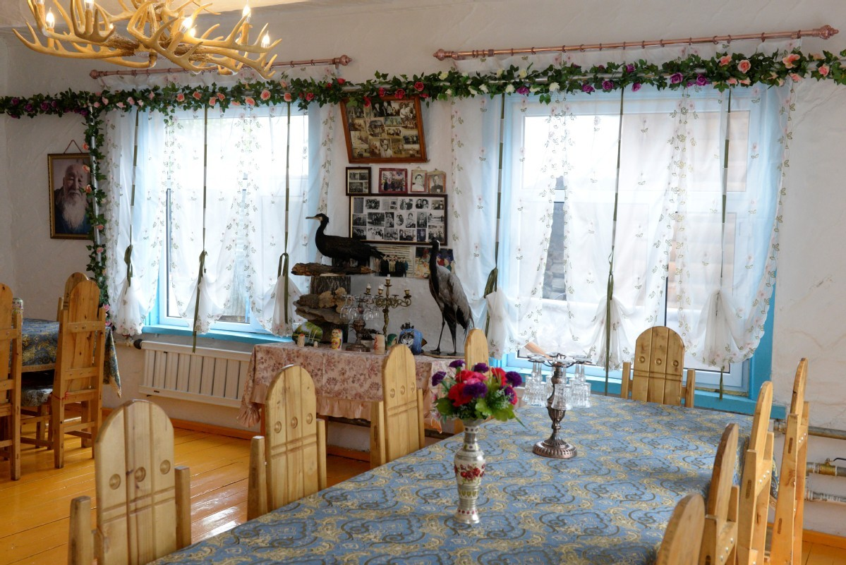 Russian-style family hotels bring prosperity to border town