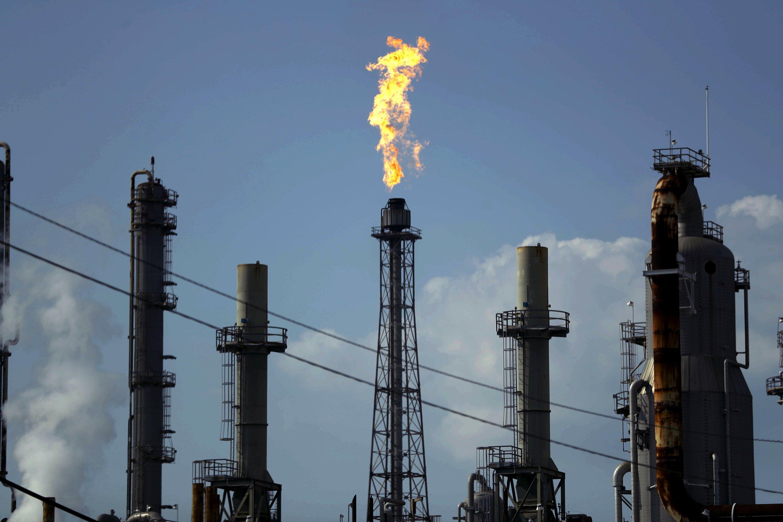 Oil prices dip as demand worries persist