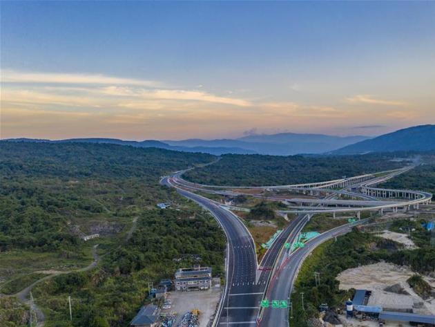 Expressway linking Tengchong, Longchuan in SW China opens to traffic