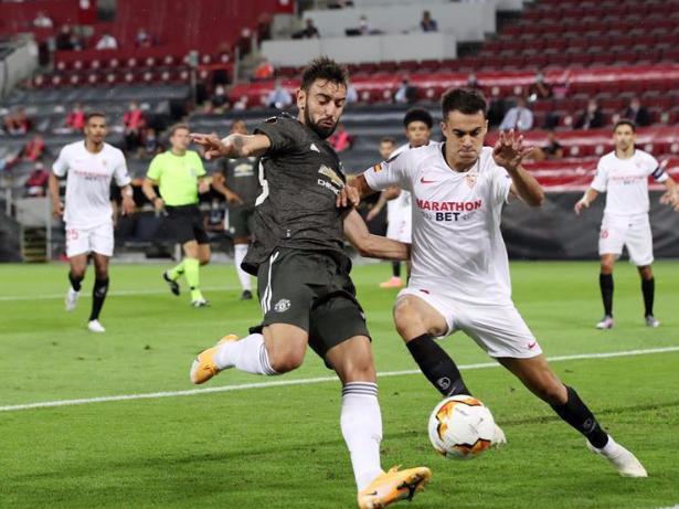 De Jong fires Sevilla past Man Utd and into Europa League final