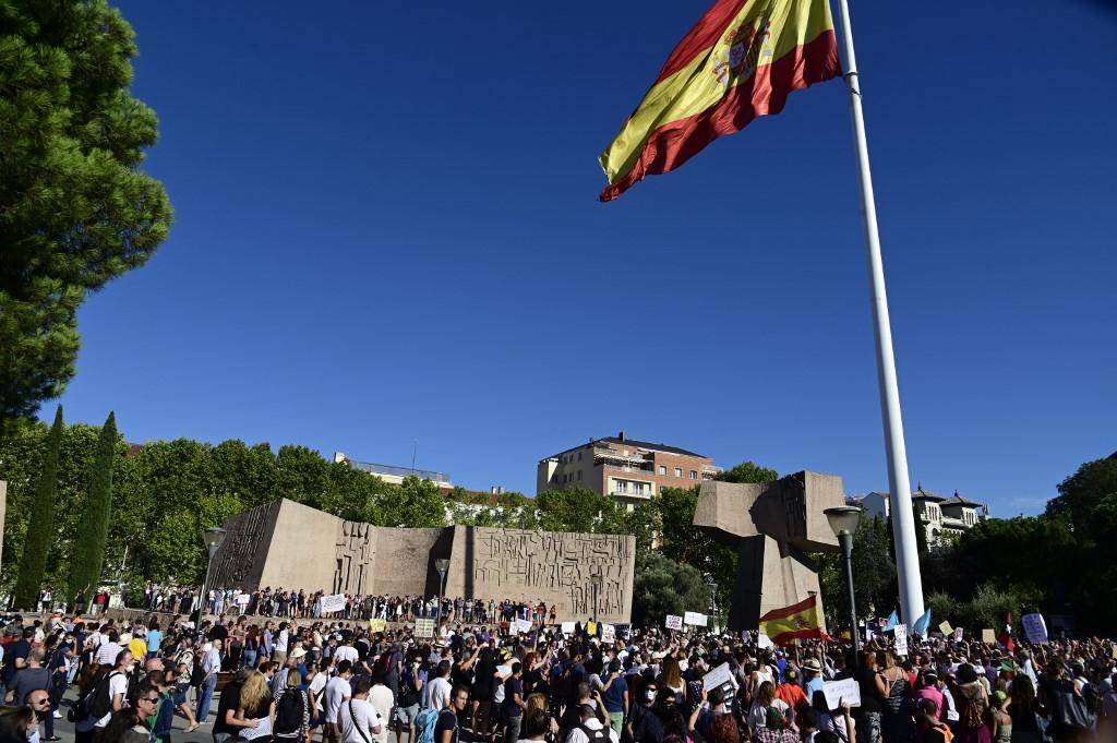 Hundreds protest in Madrid against virus restrictions