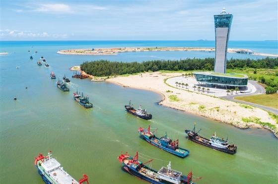 Fishing season kicks off in Hainan as fishing boats sail out to sea