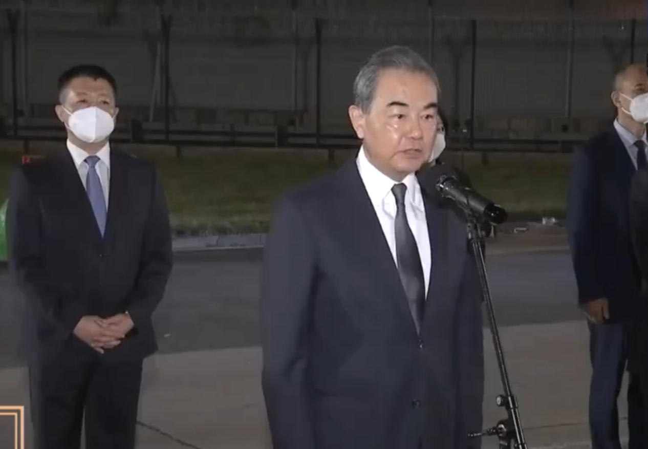 Chinese FM greets diplomats returning from closed Houston consulate