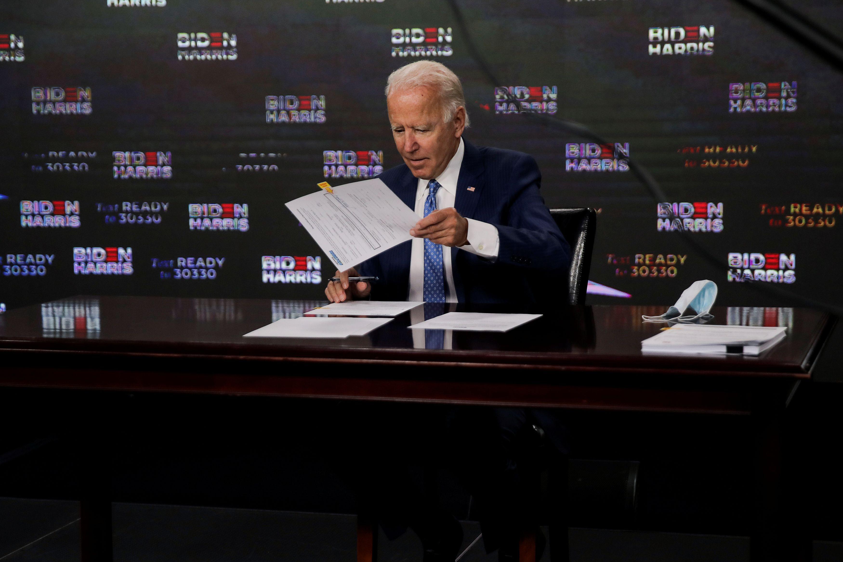 US presidential race intensifies as DNC begins