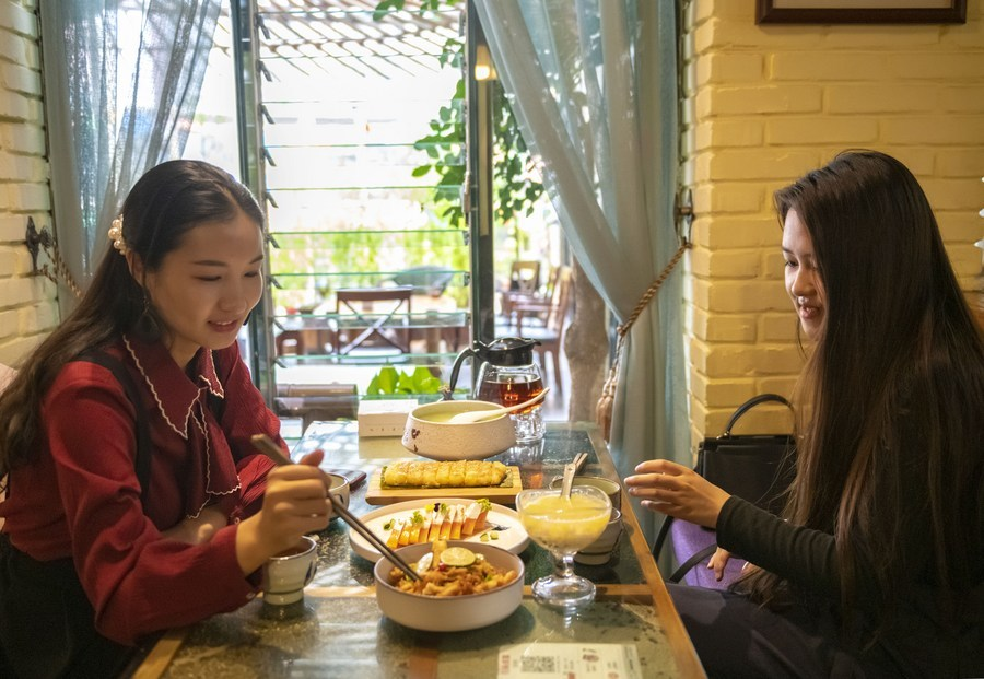 'Big stomach' mukbang under fire in China