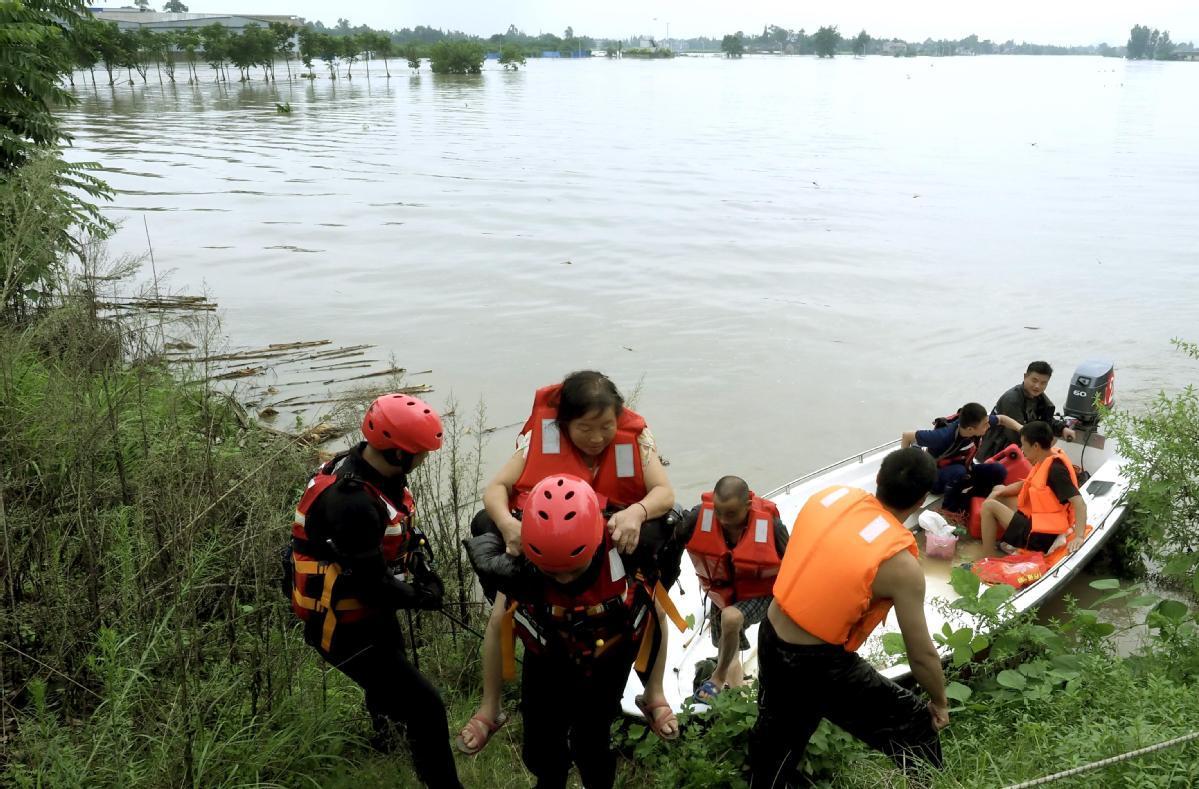 Sichuan floods lead to mass evacuation