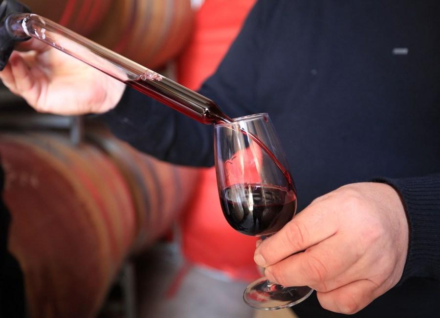 China launches anti-dumping probe into Australian wine