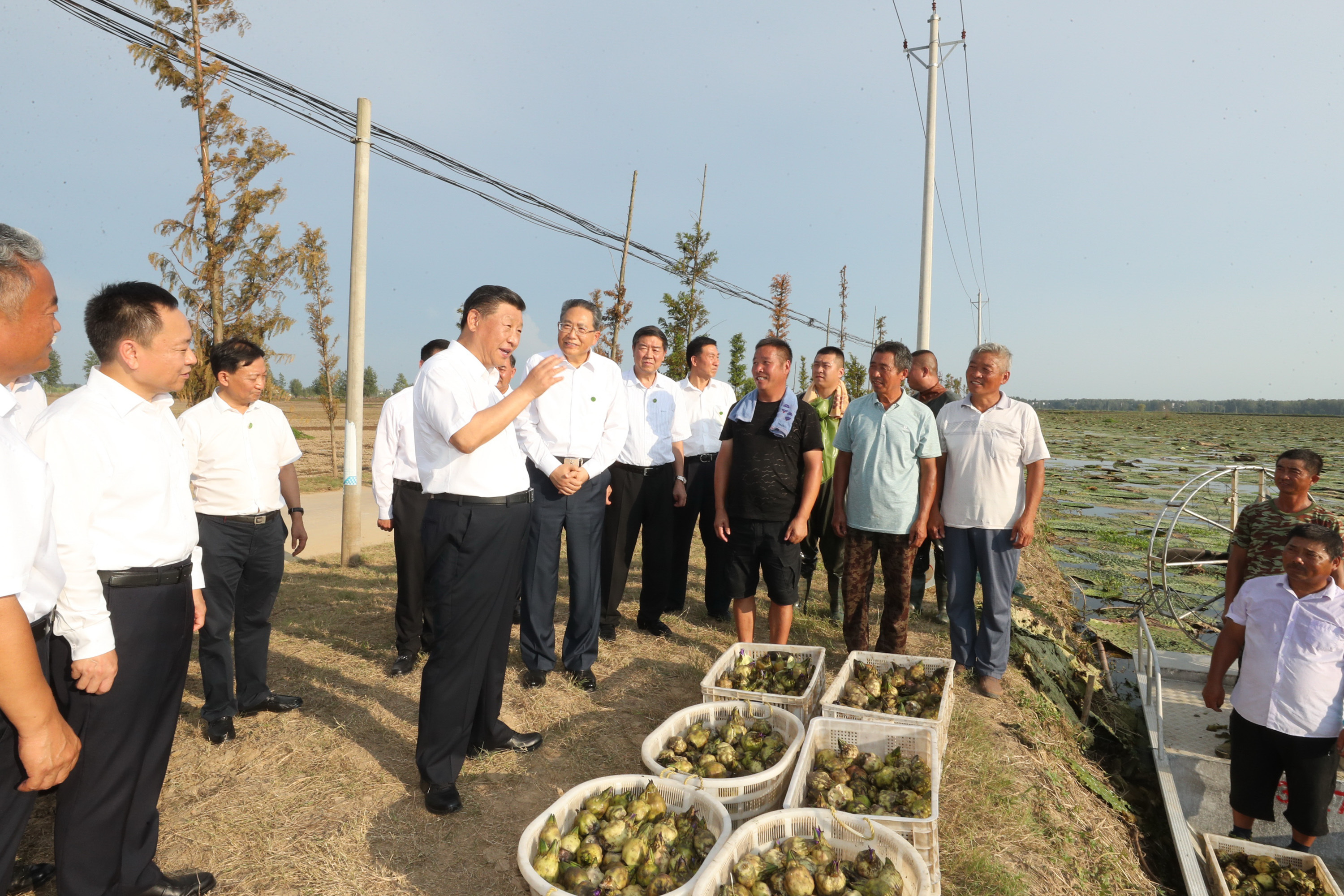 Xi visits flood-affected residents in Anhui
