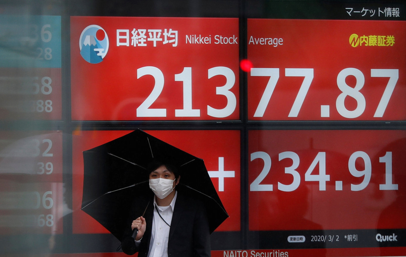 Tokyo stocks bounce back in morning as yen's dip helps exporters