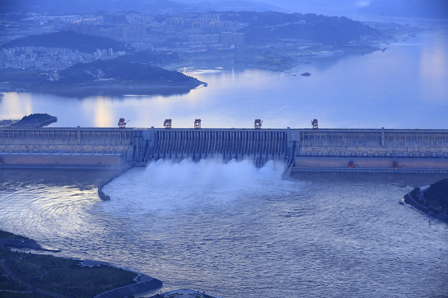 Yangtze water level in Chongqing reaches record high
