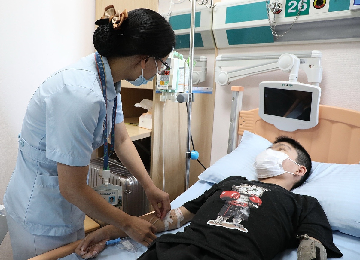 Shanghai hospital administers Fabry injection to boy