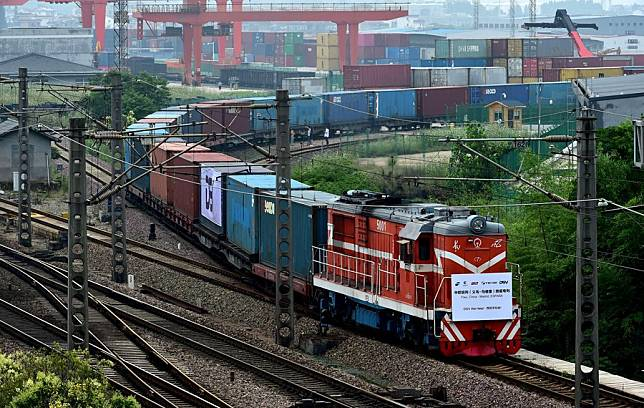 China-Europe freight trains hit record highs for 5 months amid pandemic: media