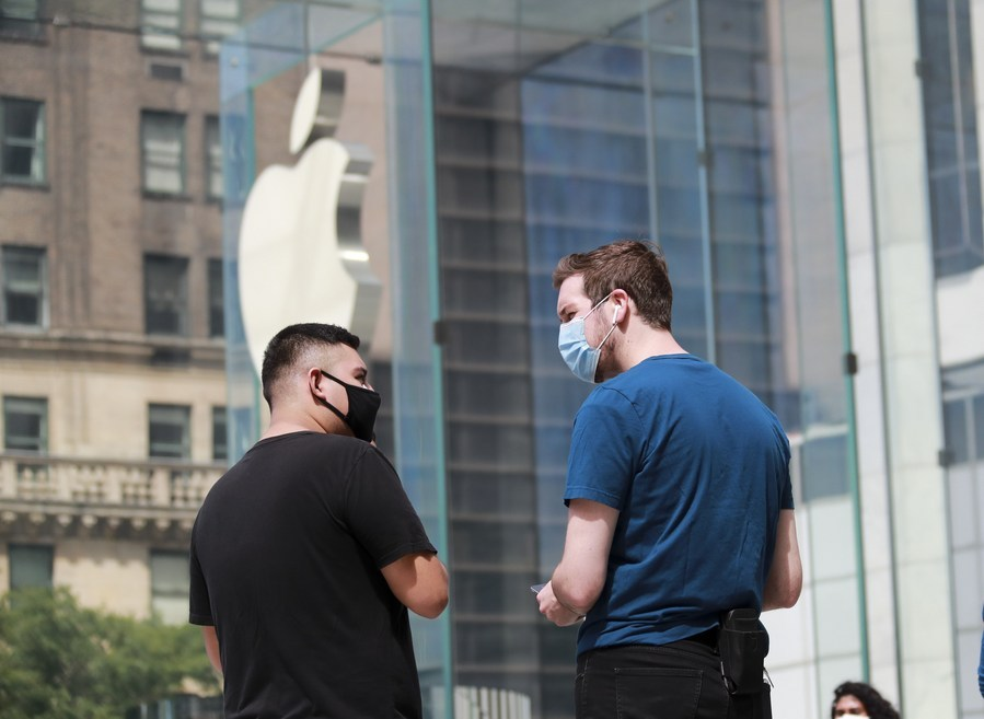 Apple becomes first US company to hit $2 trln market cap