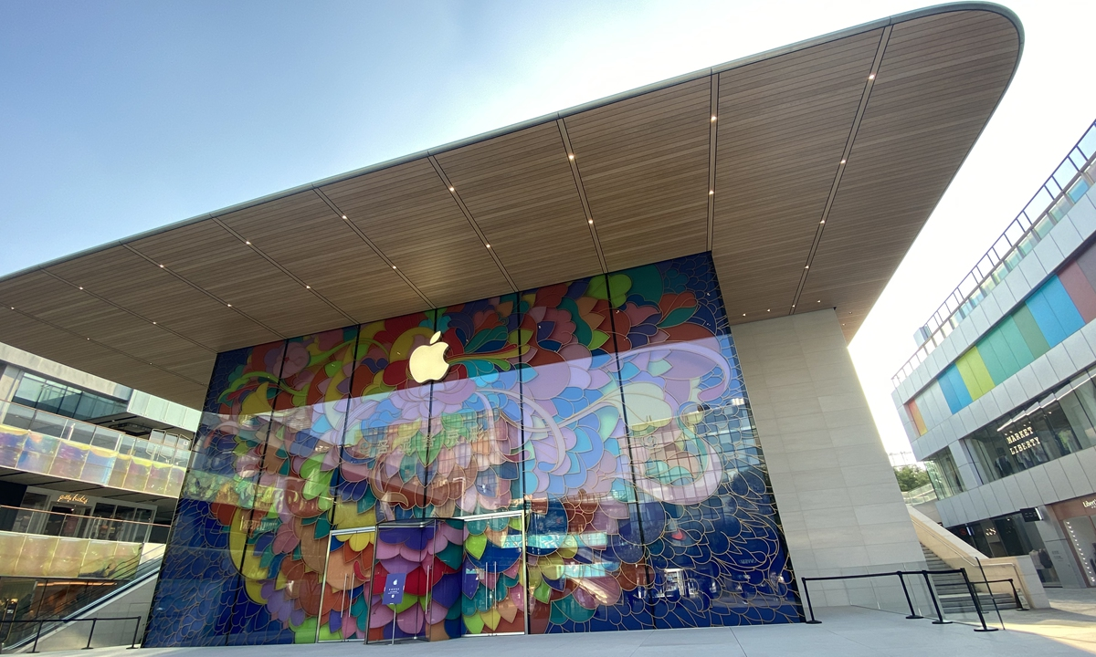 Apple makes history, Chinese market helps