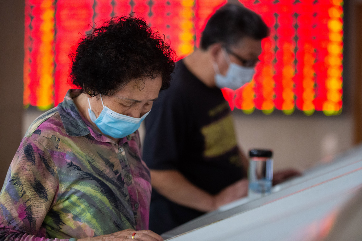 China's stock market attracts over 2.4m new investors in July