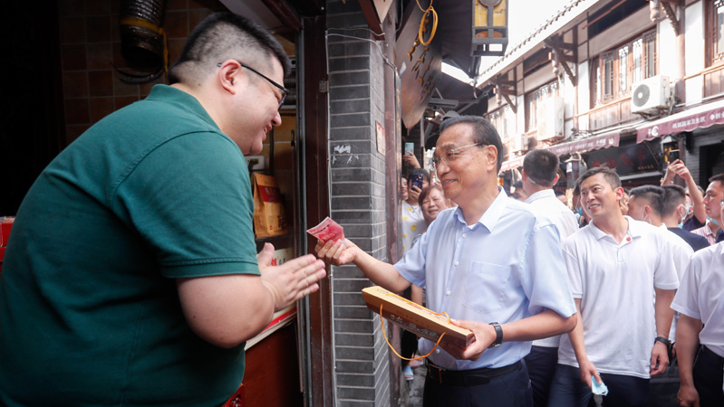 Premier Li stresses flood control, consolidating economic recovery