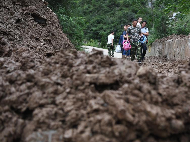 NW China's city takes measures to ensure students safety on way to school after landslide
