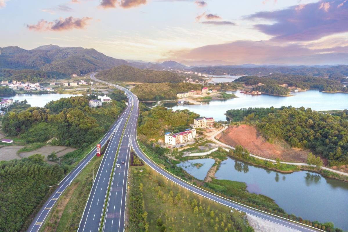 Jiangxi's Wuning opens new road to development