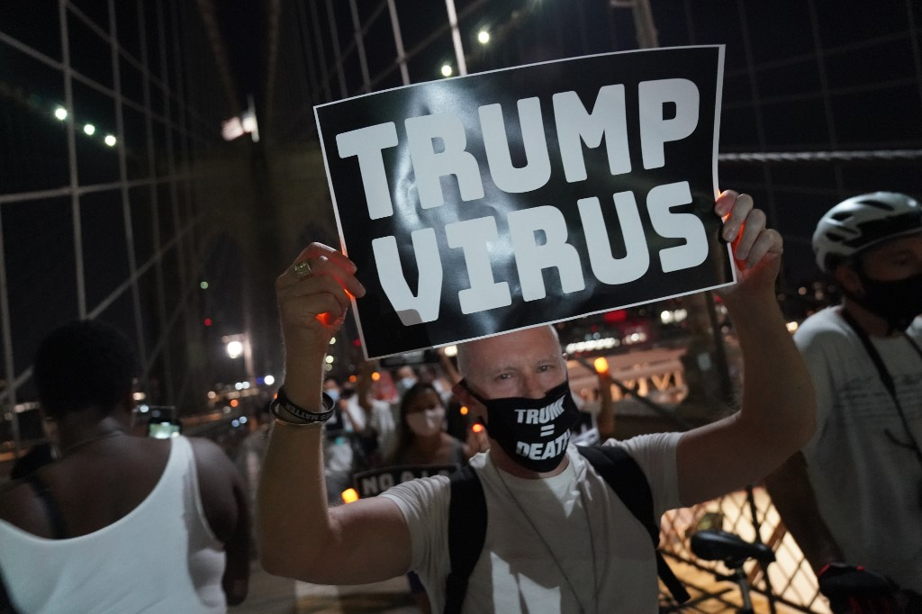 US approves plasma to treat virus, global death toll above 800,000