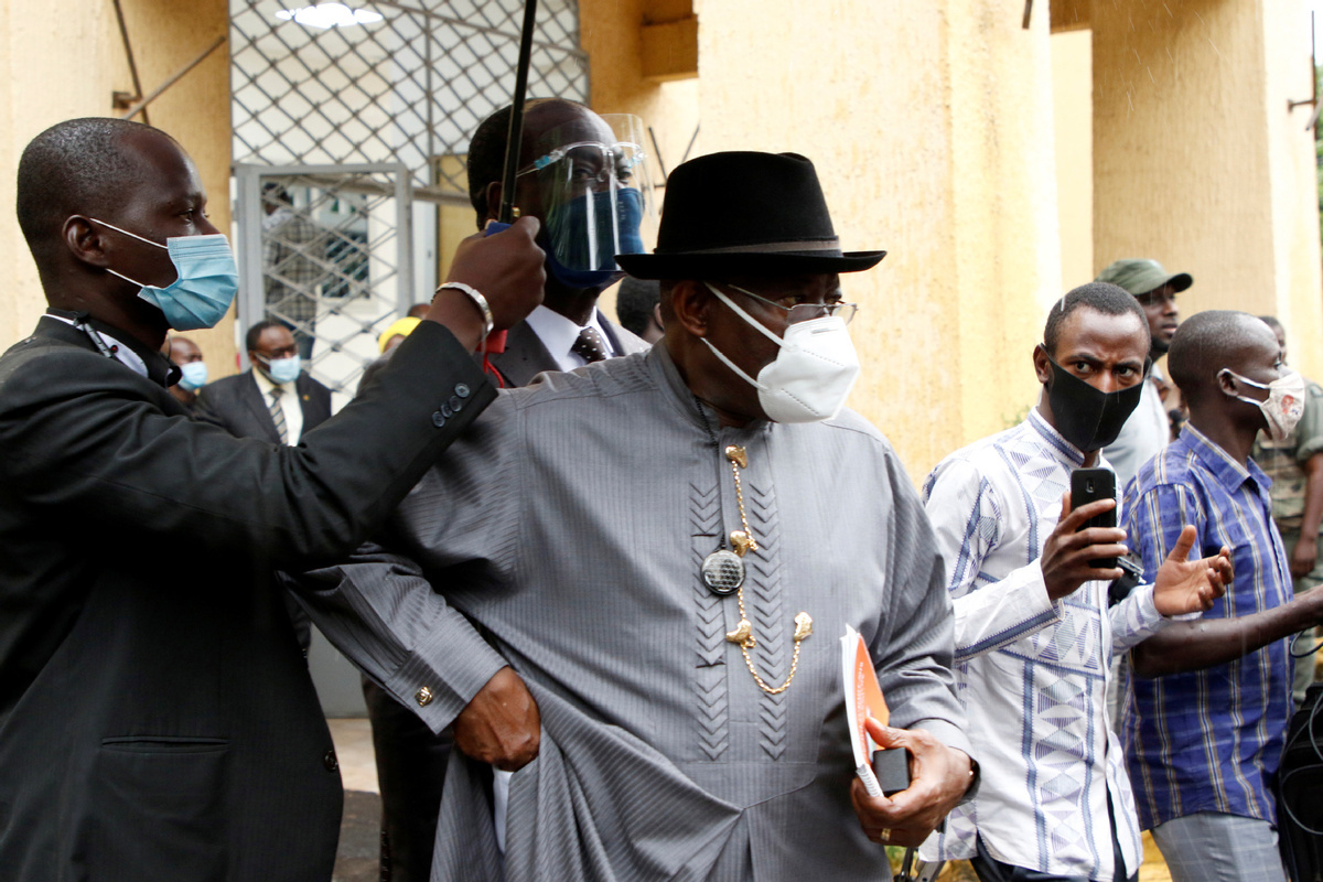 Mali coup leaders demand 3-year transition, agree to free president