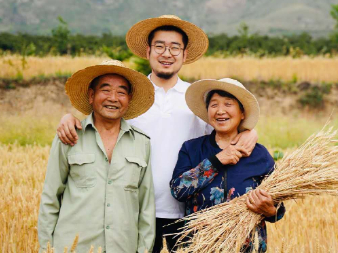 Photographer immortalizes Chinese senior citizens in the countryside
