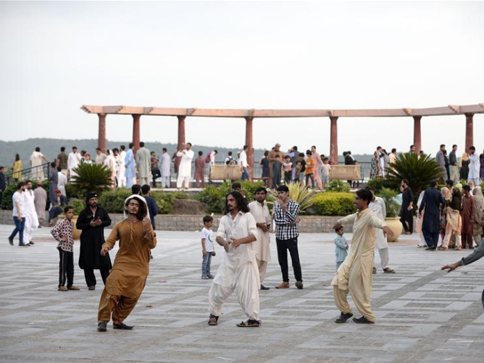 Tourists visit park after gov't eases COVID-19 restrictions in Pakistan