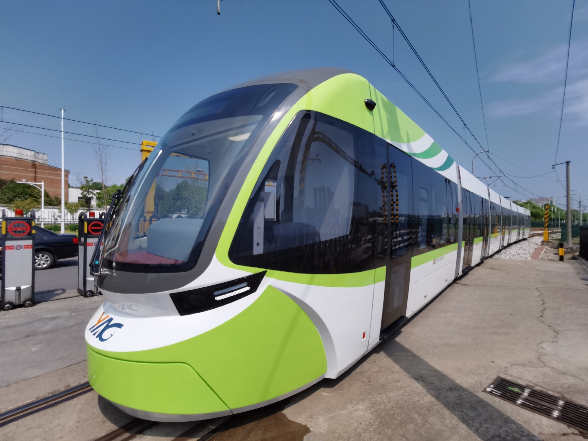 China unveils world's first self-driving tram