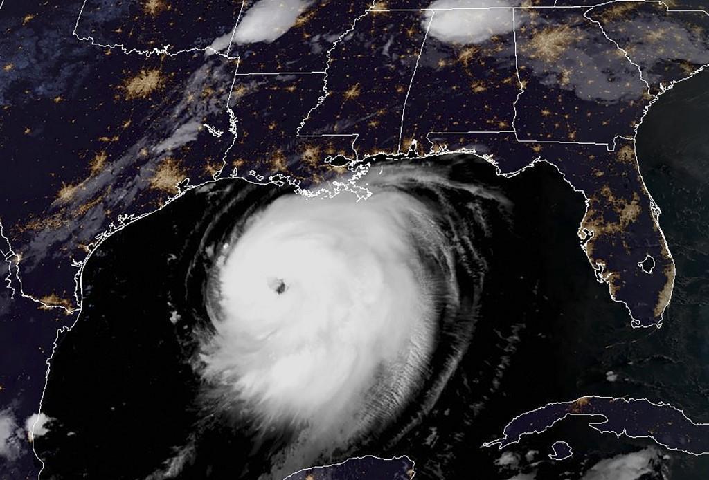 Hurricane Laura set to build to Category 4, slam US south coast